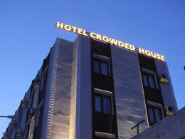 Crowded House Hotel