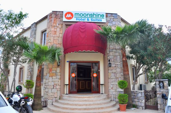 Moonshine Hotel & Suites