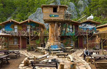 Kadir's Tree Houses