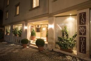 Tan Hotel