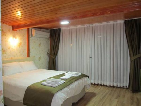 B�y�kada ��nar Hotel