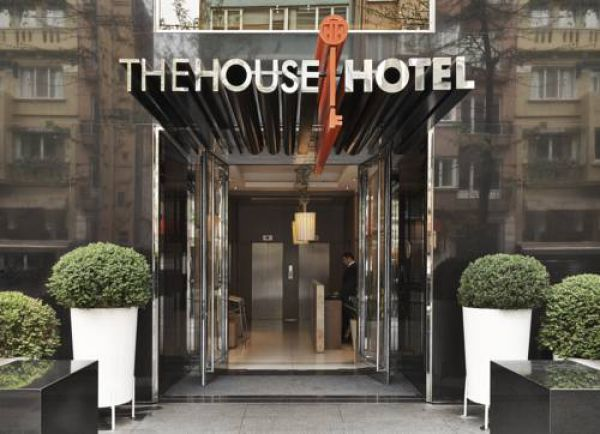 The House Hotel Ni�anta�i